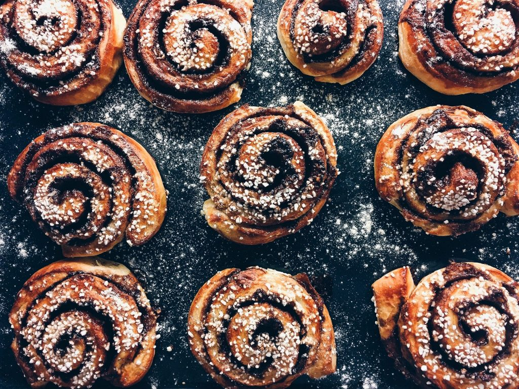 Is it Bad to Eat Flour-Based Foods at Night?