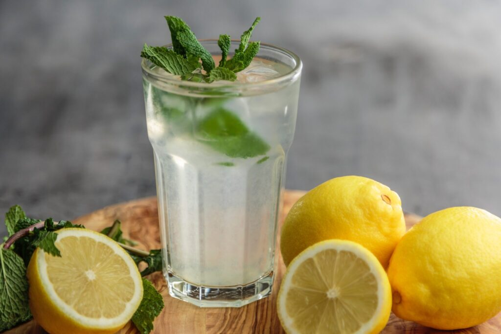 Why is the benefit of water with lemon and honey on an empty stomach - a myth?